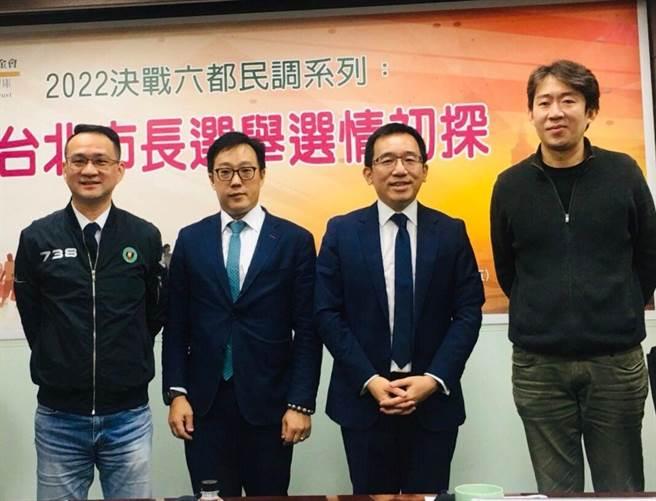 陳致中主持新台灣國策智庫2022六都民調記者會。(圖/翻攝自 新台灣國策智庫臉書)