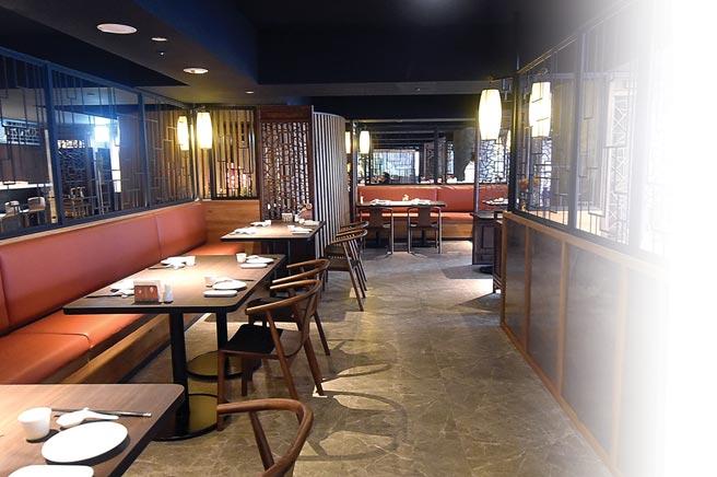 ˙開在台北東區的〈吉品初筵〉以中式園林建築布局空間,有各種不同的用餐空間。圖/姚舜