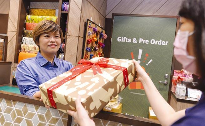 city'super提供客製化的精緻禮盒搭配獨家的禮品包裝服務。圖/王德為