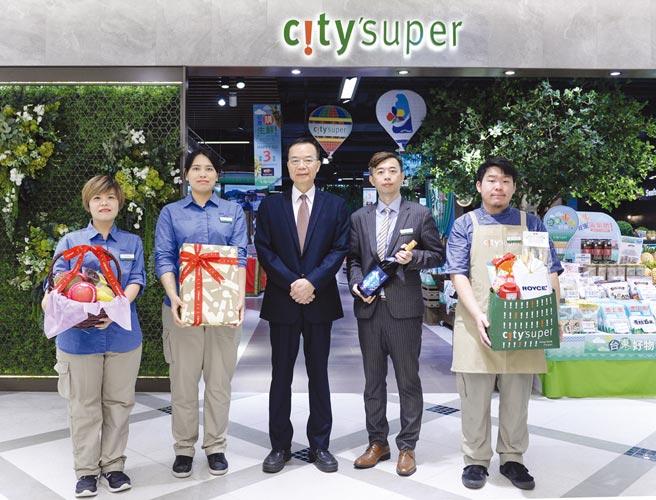 city'super營運長劉朝雄(中)表示,city'super秉持「以心為本」,帶給消費者安心安全的購物場域。圖/王德為