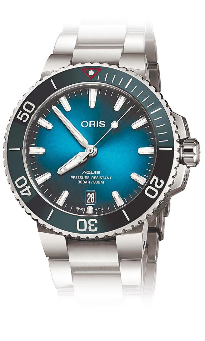 ORIS潔淨海洋限量表,表底的彩色塑片是以回收塑料製成,6萬2000元。(ORIS提供)