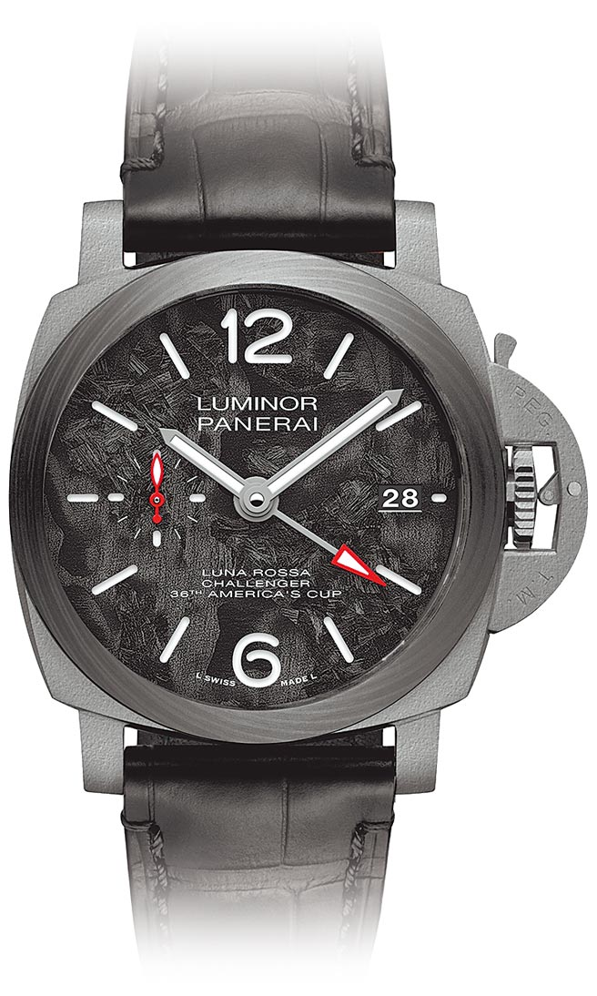 沛納海的Luminor Luna Rossa GMT腕表,表盤是回收材質鍛造而成,34萬1000元。(PANERAI提供)