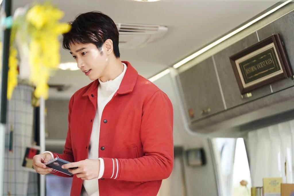 刘以豪宣布加盟大陆综艺真人秀《平行时空遇见你》。(刘以豪工作室提供)