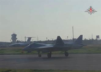 俄航太軍接收首架第五代戰機Su-57