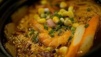 火鍋煮蝦冒出滿鍋橘紅泡泡 對身體有害嗎?