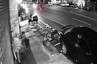 耶誕驚悚車禍影像 嘉義翁遭機車撞飛「脖子只剩皮」不治