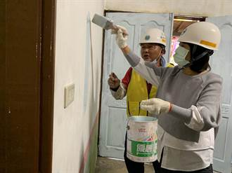 市長夫人劉育菁協助粉刷修屋 新市獨老歡喜入厝