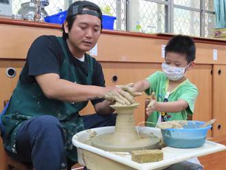 陶藝課程從小學起 鶯歌2附幼獲「幼教之光」