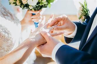 上億迎娶車隊現雲林街頭 婚禮像跨年原來是他娶媳婦