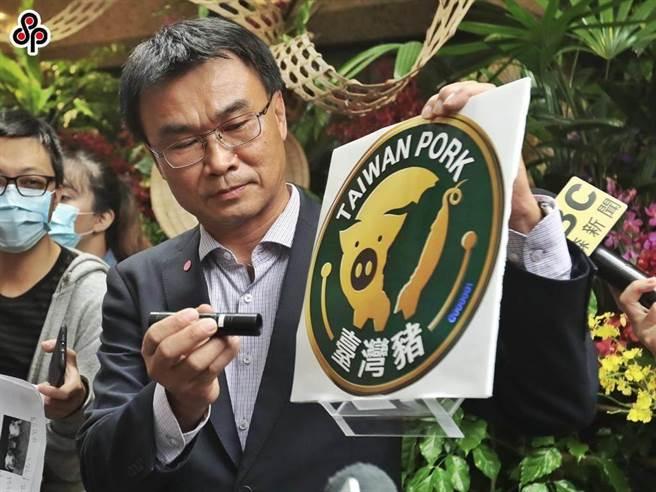 萊豬即將於明年元旦開放進口,農委會發台灣豬標章,但萊豬還沒來,卻被發現鬍鬚張拿了台灣豬標章卻使用西班牙豬肉的狀況。圖為農委會主委陳吉仲。(本報資料照)