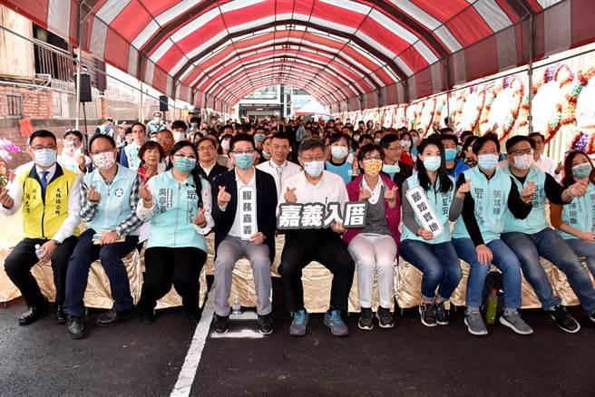 台灣民眾黨今27日舉行嘉義黨部成立大會,黨主席柯文哲與4位黨籍立法等人皆南下出席。(呂妍庭攝)