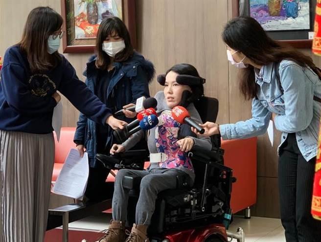 SMA患者、社團法人台灣生命之窗慈善協會理事長李怡潔。(圖/李怡潔提供)