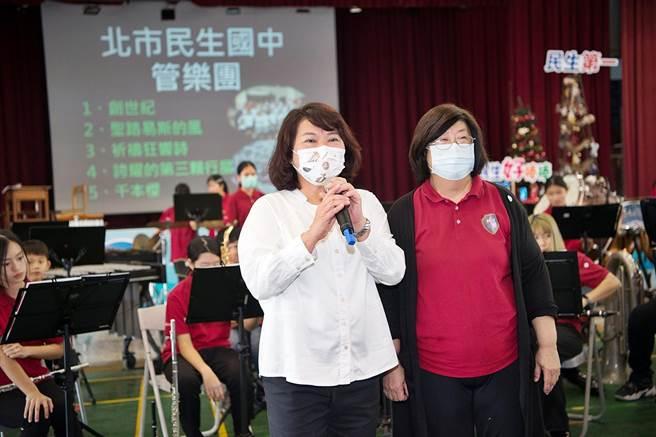 嘉義市長黃敏惠還特別前往為學生鼓勵,肯定兩校相互切磋「非常有意義」。( 嘉義市政府提供∕呂妍庭嘉義傳真)