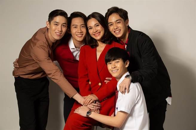 泰劇《酒店風雲》集合泰國演藝圈老中青三代。(緯來戲劇台提供)