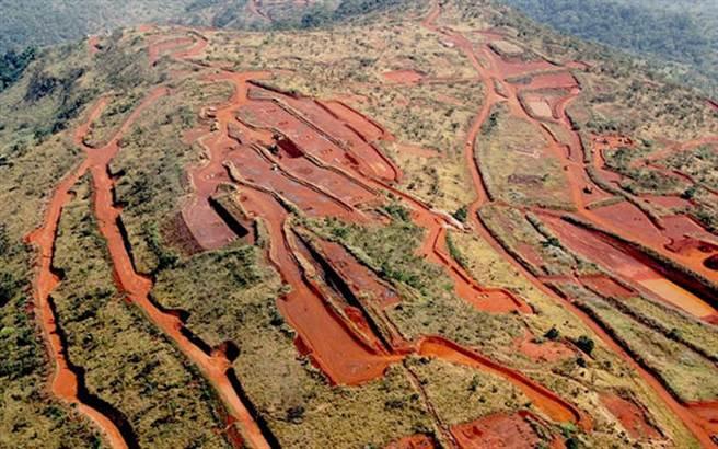 號稱全球最大的優質鐵礦西芒杜鐵礦是大陸擺脫對澳洲鐵礦依賴的最大希望。(圖/推特@mining)