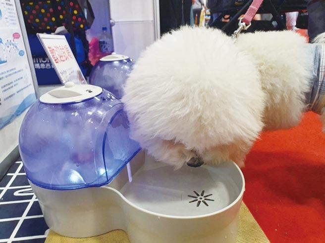 富兒仕總代理日本Fuji-Fines所推出的全球首創「全功能寵物自動水素飲水機」。圖╱富兒仕提供