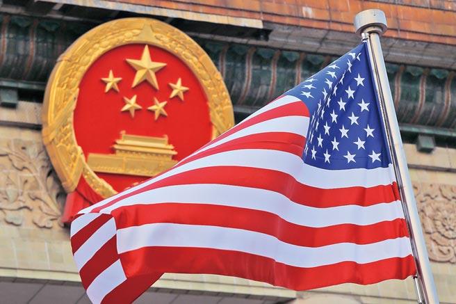 英國智庫「經濟和商業研究中心」(CEBR)26日發布年度報告宣稱,中國大陸將於2028年超越美國,成為全球最大的經濟體。(美聯社)