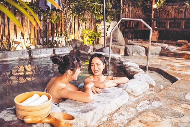 「星月風呂」可享戶外裸湯的山林景致。(台東知本老爺酒店提供)