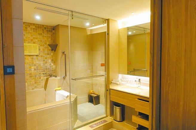 台東知本老爺酒店「精緻客房」內附個人湯池。(黃采薇攝)
