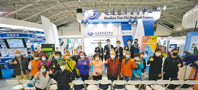 台灣醫療科技展健康講座,由醫生劉冠麟分享退化性關節炎新療法。(花蓮慈濟醫院提供/張薷台北傳真)