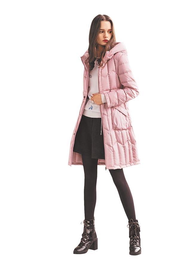 【忠孝館】銀穗羽絨外套原價10800元,特價6600元。(SOGO提供)