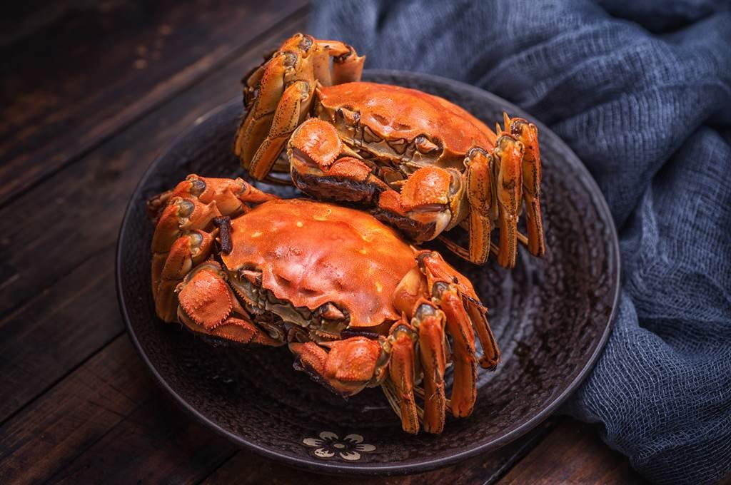 一名女網友分享,買了兩隻螃蟹,但卻被店家開出千萬發票。(圖/示意圖,達志影像)