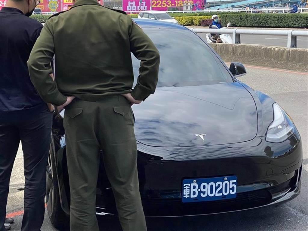 紐約首輛 Model Y 警車上路值勤:長期持有成本低,用綠色能源取代燃油警車