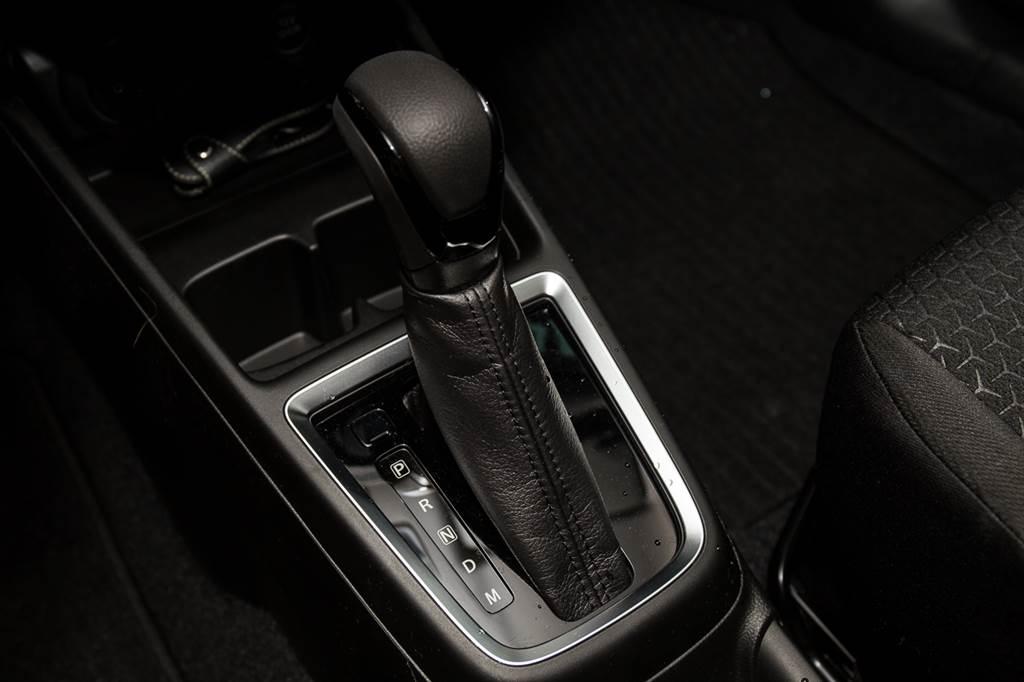 變速箱由六速自排改為可模擬7速的CVT無段變速系統。