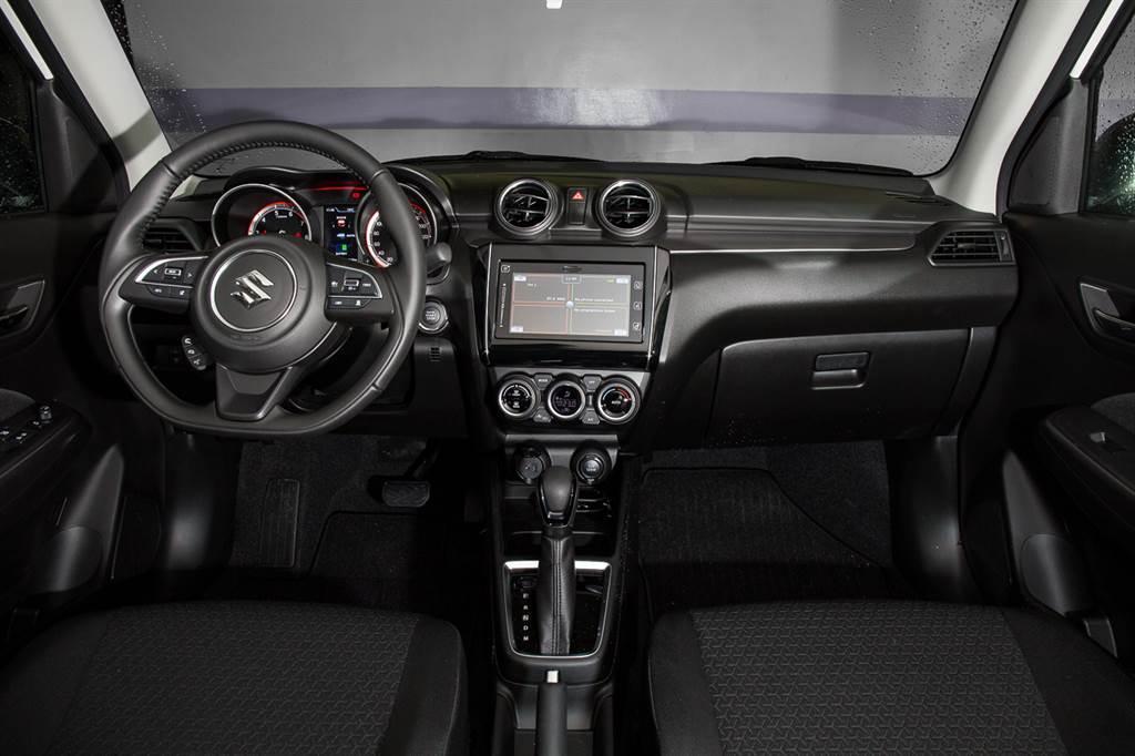 車艙佈局與小改前大致相同,但將原先列為需選配的觸控影音主機改為標配。