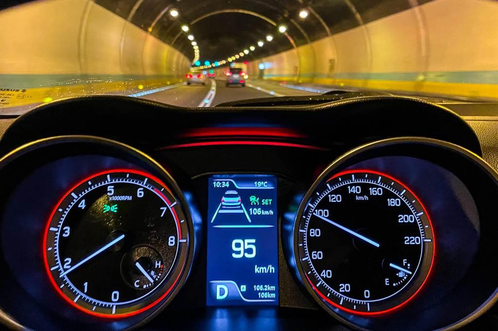 搭載於Swift上的ACC主動車距巡航系統並非全速域設定,無法自動跟車到靜止,只適用於高速巡航。