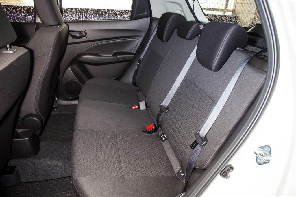 雖主打單人小資族用車,但後座空間以小車來說還算不錯。
