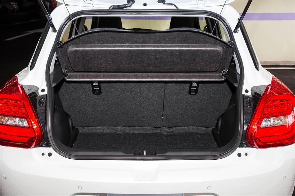 Mild-Hybrid系統的好處之一就是不需要大容量鋰電池,故電池模組可擺放於駕駛座下方,不佔用行李廂空間。