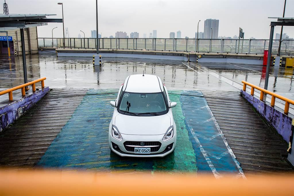 Swift Hybrid與Swift Sport兩車定位更加明確,日常代步首選Hybrid,要熱血駕馭請選Sport!
