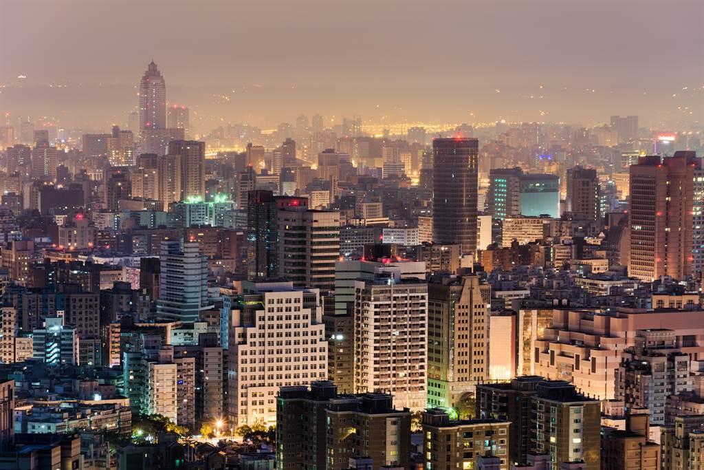 有網友注意到台灣建築大都是平屋頂的設計。(示意圖/達志影像)
