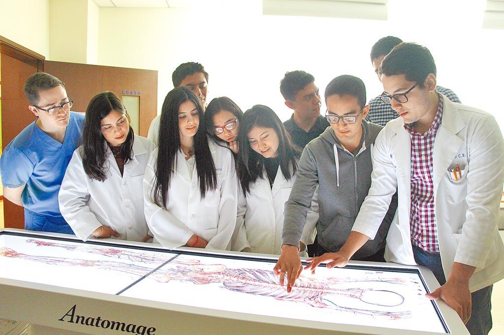看好AI×智慧醫學大未來,義守大學鼓勵師生跨域創新,競逐全球。(義守大學提供/林雅惠高雄傳真)
