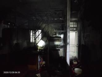 台中民宅清晨竄大火 濃煙竄天1家5口嗆傷送醫