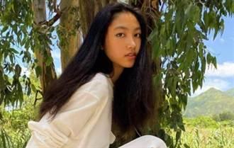任達華女兒歡慶16歲 180cm身材不輸名模媽