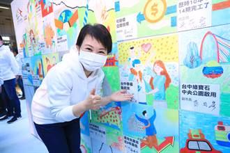 就職兩周年團隊穿白色帽T 盧秀燕:年輕活力更有行動力