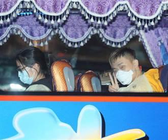 恐成破口!載英國113人防疫專車 司機回程「沒戴口罩」
