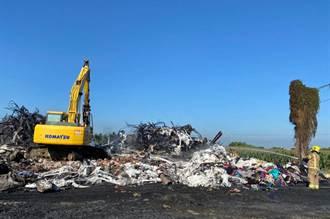 鹽水區廢棄工廠堆泡棉起火延燒近12小時 百名警義消累翻