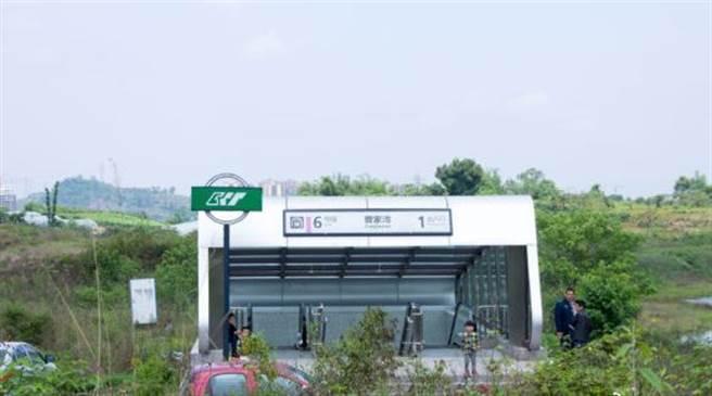 3年前曹家灣站的1號出口,當時還未開放。(圖/微博)