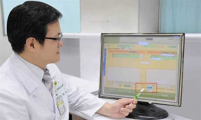 國泰醫院急診部導入「敗血症智慧決策作業系統」,可以快速警示病患是否疑似敗血症,加速後續處置流程。(圖/國泰醫院、康健雜誌提供)