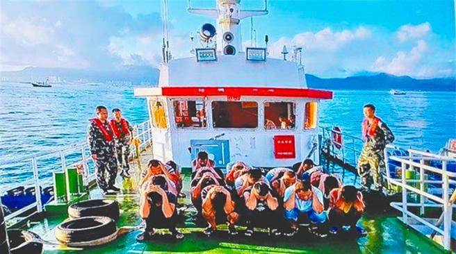 今年八月大陸廣東海警局在粵港東南方海域內果洲群島,拘捕12名香港年輕人,此次被捕偷渡者是想要逃亡台灣尋求政治庇護。(摘自廣東海警局官網)