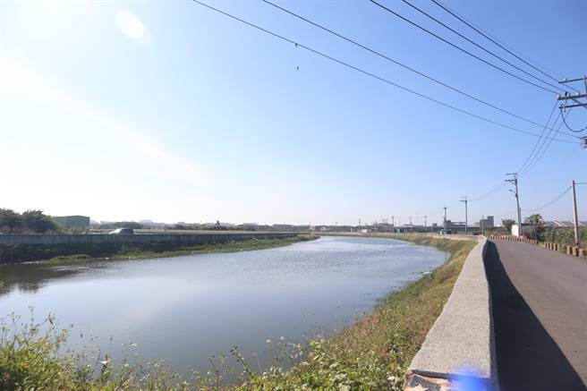 工務局長蘇金安說,完工後通水面積可增加7倍,預計2022年汛期前竣工。(李宜杰攝)