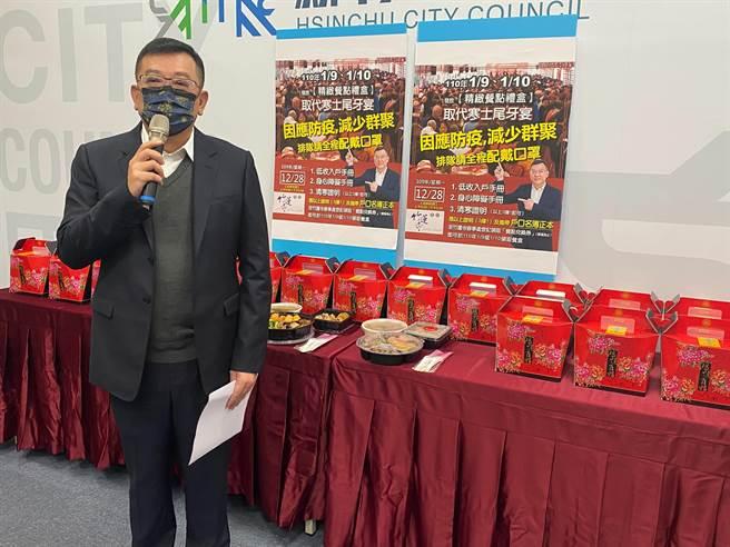 竹蓮寺主委許修睿表示,今年為了防疫安全,寒士尾牙將改採「個人精緻餐點禮盒」外帶方式,希望持續帶給寒士溫暖。(陳育賢攝)