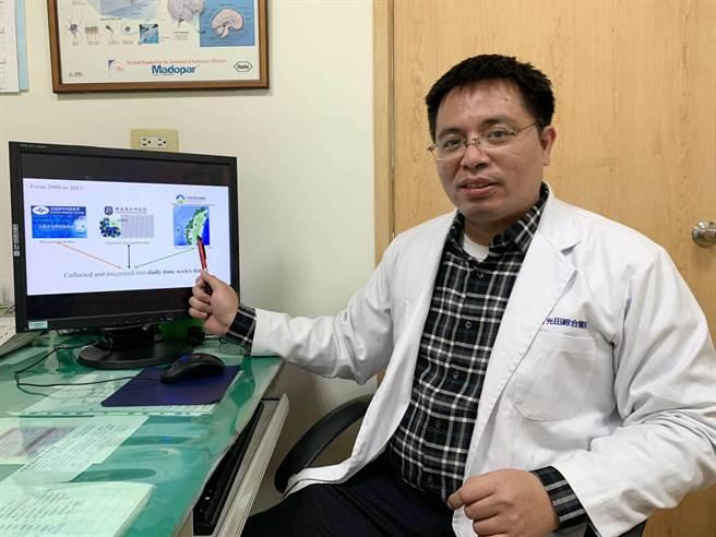 光田綜合醫院兒科醫師江國樑蒐集各項數據,研究出氣象與空汙對癲癇發作的影響。(陳淑娥攝)