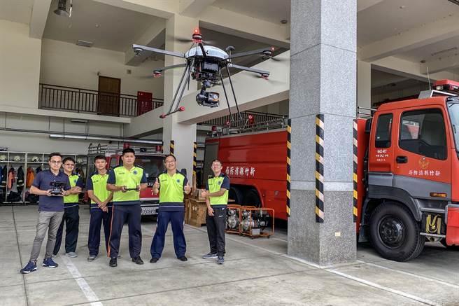新竹縣消防局採購紅外線熱顯像無人機,有34名消防員考取G1級別的高級專業操作證。(羅浚濱攝)