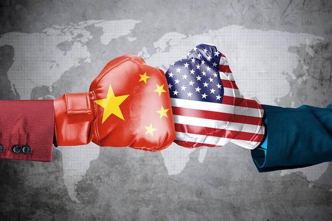 沃夫認為,中美關係緊張將持續迫使各國選邊站。(示意圖/達志影像shutterstock)