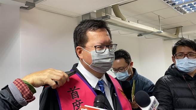 桃跨年升旗目前都照辦,桃園市長鄭文燦認為,疫情若升溫就不是桃園、而是全國的問題了。(蔡依珍攝)