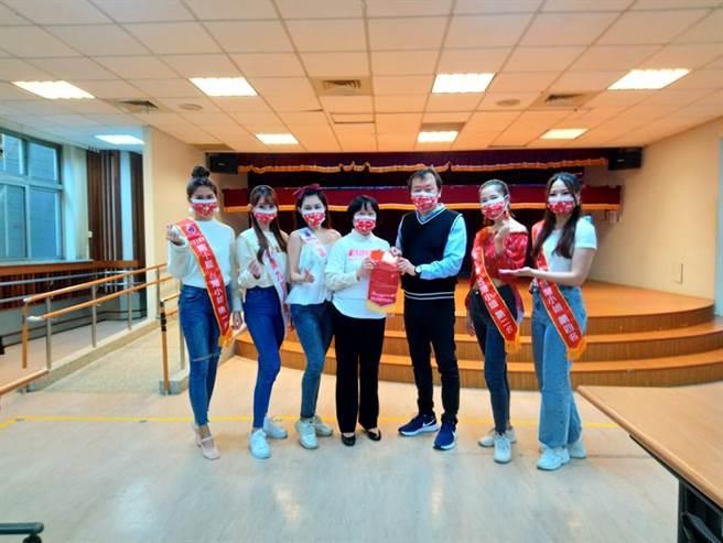 5位台灣小姐到瑪利亞基金會表演並捐款獻愛。圖/業者提供